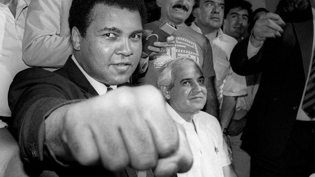 Muhammad Ali dikenal sebagai petinju hebat yang juga berjuang melawan diskriminasi rasial. (
