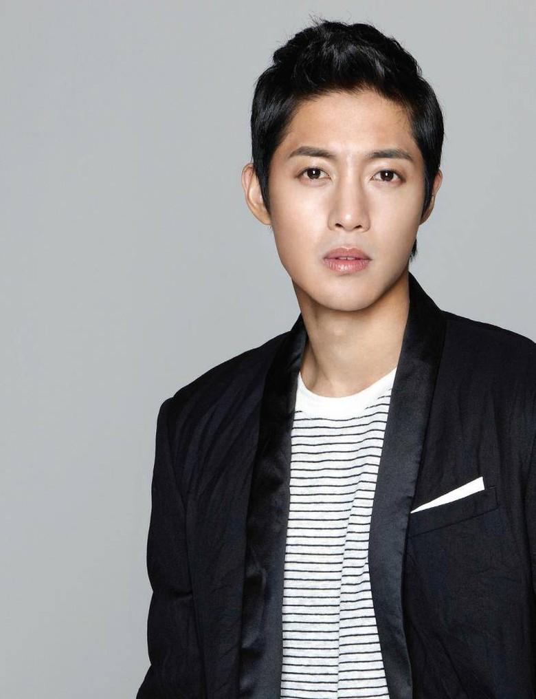 Di Tengah Kontroversi, Kim Hyun Joong Tulis Surat Untuk Fans