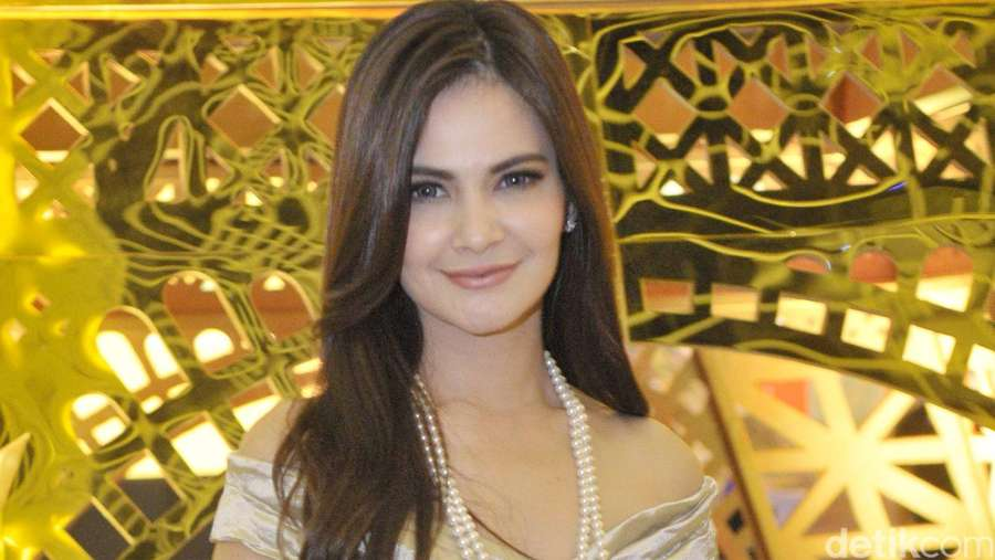 Pretty Mom! Cut Tari Tampil Elegan