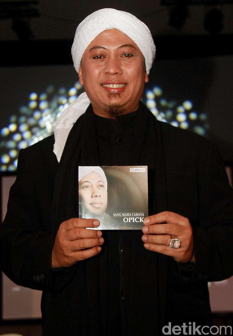Opick Rilis Album Sang Maha Cahaya