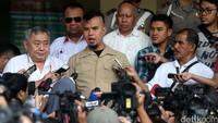 Dhani juga menyoal mengapa tronton berikut mobil Jeep, mobil APV dan mobil boks berisi sound system sampai harus dibawa polisi ke Polda Metro Jaya pada Kamis (2/6) dini hari lalu.