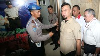 Setelah memberi keterangan ke wartawan, dia kemudian masuk ke gedung Mapolda Metro.