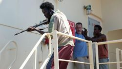 Sinopsis Captain Phillips, Saat Tom Hanks Disekap oleh Bajak Laut