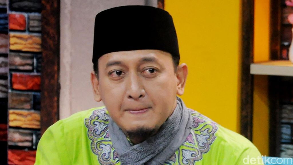 Banyak Dikode Cewek, Ustad Zacky Mirza Tetap Pilih Shinta Tanjung