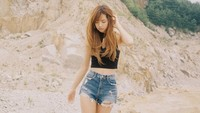 Dalam foto perkenalannya yang diunggah ke situs YG-Life.com, Lisa tampil dengan mengusung berbagai macam gaya. (YG Entertainment)