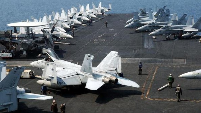 PACIFIC OCEAN - MARCH 12:  In this handout provided by the U.S. Navy, the Nimitz-class aircraft carrier USS Ronald Reagan (CVN 76) is underway in the U.S. 7th Fleet area of responsibility in the Pacific Ocean March 12, 2011. Ronald Reagan is en route toward Japan to render humanitarian assistance and disaster relief as directed. (Photo by U.S. Navy photo by Mass Communication Specialist 3rd Class Dylan McCord/U.S. Navy via Getty Images)