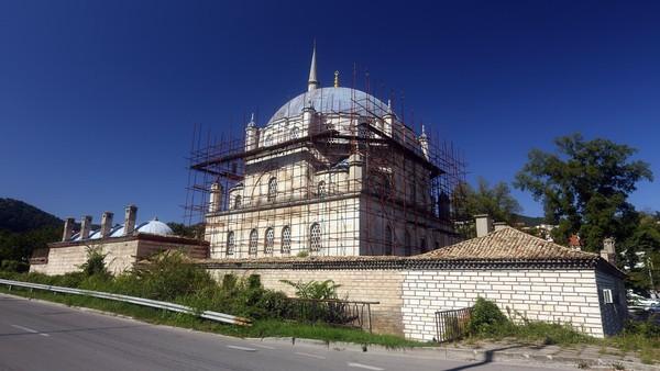 Meski Bulgaria bukan negara muslim, Masjid Tombul merupakan landmark kebanggaan warga Bulgaria. Masjid ini telah dibangun pada tahun 1744. (Thinkstock)