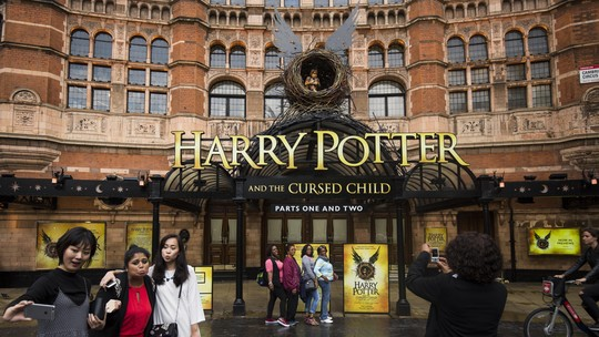 Potterhead Antusias Sambut Harry Potter and The Cursed Child