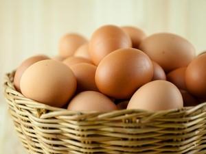 Wah, Pria Ini Berturut-turut Temukan 12 Telur dengan Dua Kuning!