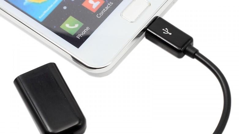 Ilustrasi tempat pengisian baterai ponsel bandara (Thinkstock)