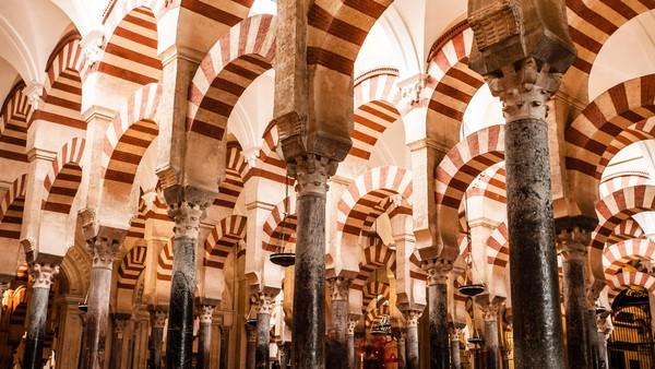 Great Mosque of Cordoba, Spanyol dibangun pada abad ke 7. Dahulu, masjid ini adalah sebuah katedral. (Thinkstock)