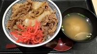 Larangan Kue Ultah Tak Bersertifikat Halal di Dcost dan Yoshinoya