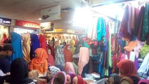 Busana Muslim Jenis Ini Laris Manis Diburu Konsumen di Pasar Tanah Abang