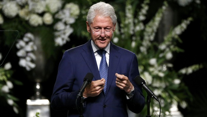 Former U.S. President Bill Clinton speaks at a memorial service for the late boxer Muhammad Ali in Louisville, Kentucky, U.S., June 10, 2016. REUTERS/Lucas Jackson