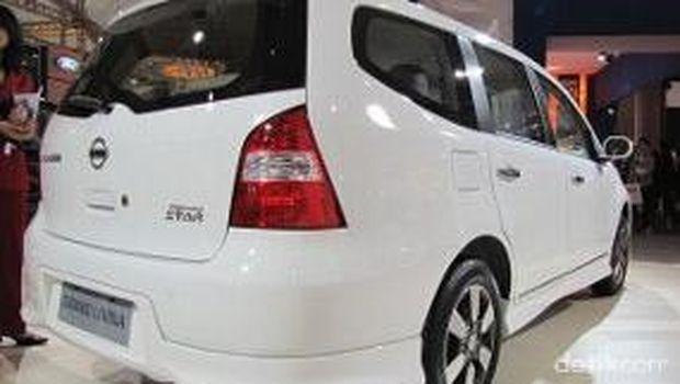 Nissan Grand Livina model 2010
