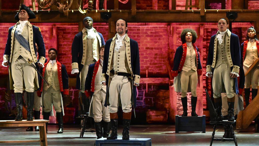 Gelar Pertunjukan di London, Hamilton Bersinar
