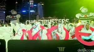 Para Hantu Bikin Heboh Red Carpet Ghostbusters di Singapura