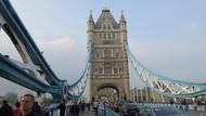 Adzan Berkumandang di Tower Bridge London dalam Pertemuan Lintas Keyakinan