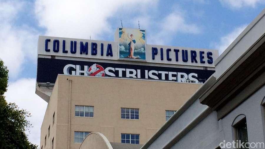 Luna Maya dan Hanung Eksis di Studio Sony Pictures Los Angeles