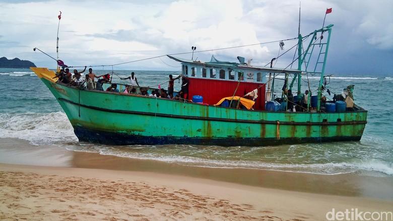 Kapal Berisi 44 Warga Etnis Tamil Terdampar di Aceh