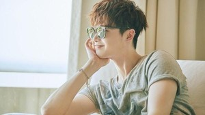 Lee Jong Suk Resmi Gabung YNK Entertainment