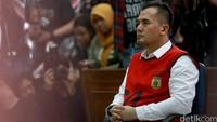 Mantan suami Dewi Persik itu divonis tiga tahun penjara akibat pelecehan terhadap anak di bawah umur, lebih ringan dari tuntutan JPU yaitu tujuh tahun penjara. Pool/Palevi S/detikFoto.
