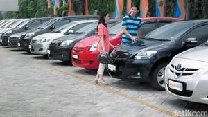 Pertanyaan Konsumen Saat Beli Mobil Baru: Berapa Harga Bekasnya?