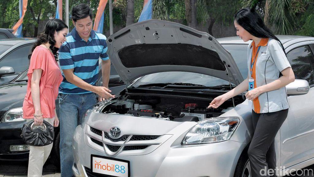 Jelang Lebaran, Banyak Orang Jual Mobil Lama untuk Beli Mobil Baru