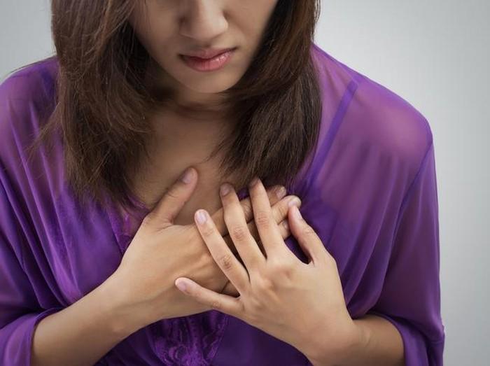 Nyeri di area dada karena masalah jantung ada cirinya. Foto: thinkstock