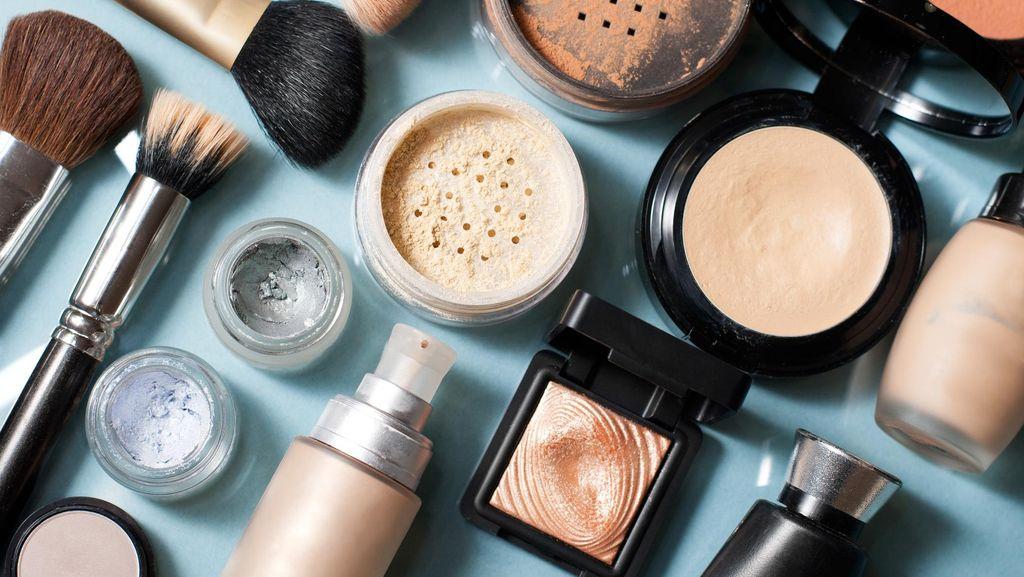 Kata BPOM Soal Makeup Artist yang Kosmetiknya Dihancurkan Saat Disidak