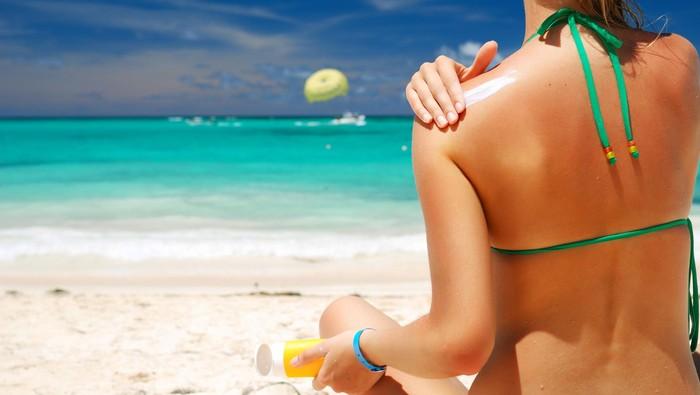Penggunaan tabir surya tidak boleh asal jika Anda mengharapkan perlindungan yang maksimal. Simak penjelasan lengkap dokter kulit berikut ini: (Foto: Thinkstock)