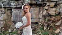 Pakai Gaun Renda Transparan di Pernikahan, Pengantin Wanita Dikritik Seram