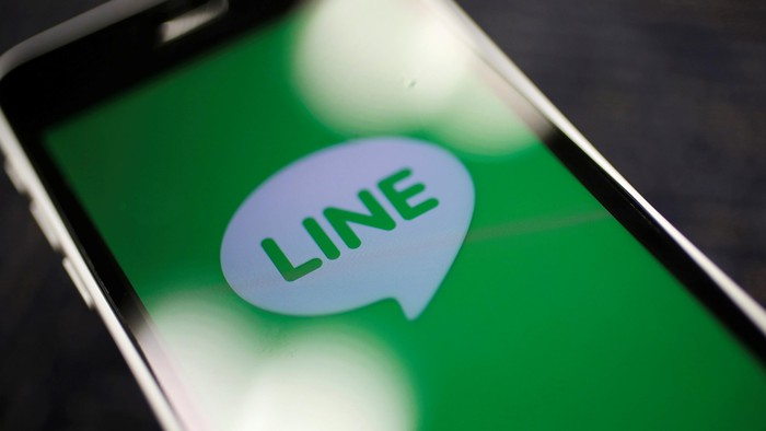 The logo of free messaging app Line is pictured on a smartphone in this photo illustration taken in Tokyo September 23, 2014. REUTERS/Toru Hanai/Illustration/File Photo