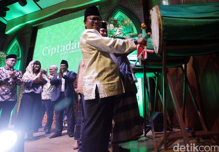 Peluncuran reksadana Cipta Nusantara Syariah Berimbang ditandai dengan pemukulan bedug oleh Wakil Ketua MPR Oesman Sapta Odang, Ketua Umum PBNU Said Aqil Siradj, dan Komisaris Utama Cipta Nusantara Syariah Berimbang Airlangga.