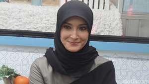 Pesona Inneke Koesherawati di Usia ke-38