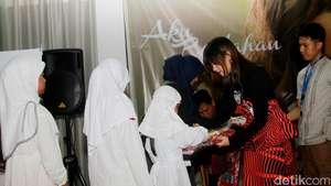 Stylish dengan Hijab Turban ala Tika Bravani