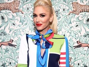 Tak Dikenali, Gwen Stefani Tampil dengan Rambut Gelap dan Keriting