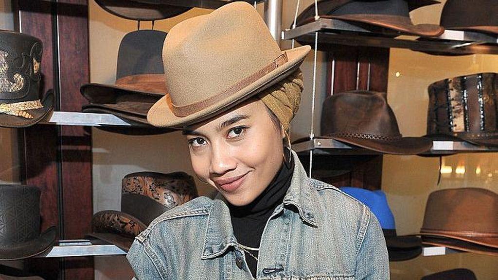 Sukses Jadi Penyanyi, Begini Pengalaman Yuna Zarai Berhijab di LA