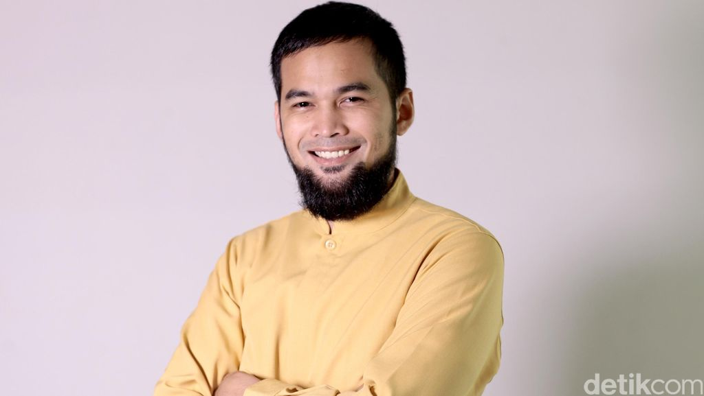 Kisah Hijrah Teuku Wisnu di Celeb of The Month detikHOT
