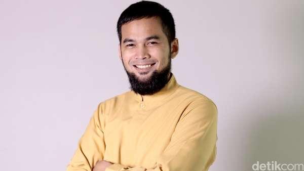 Kisah Hijrah Teuku Wisnu di Celeb of The Month detikHOT