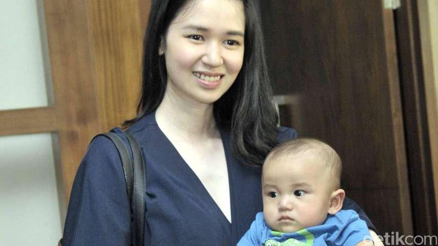 Laura Basuki si Ibu Cantik