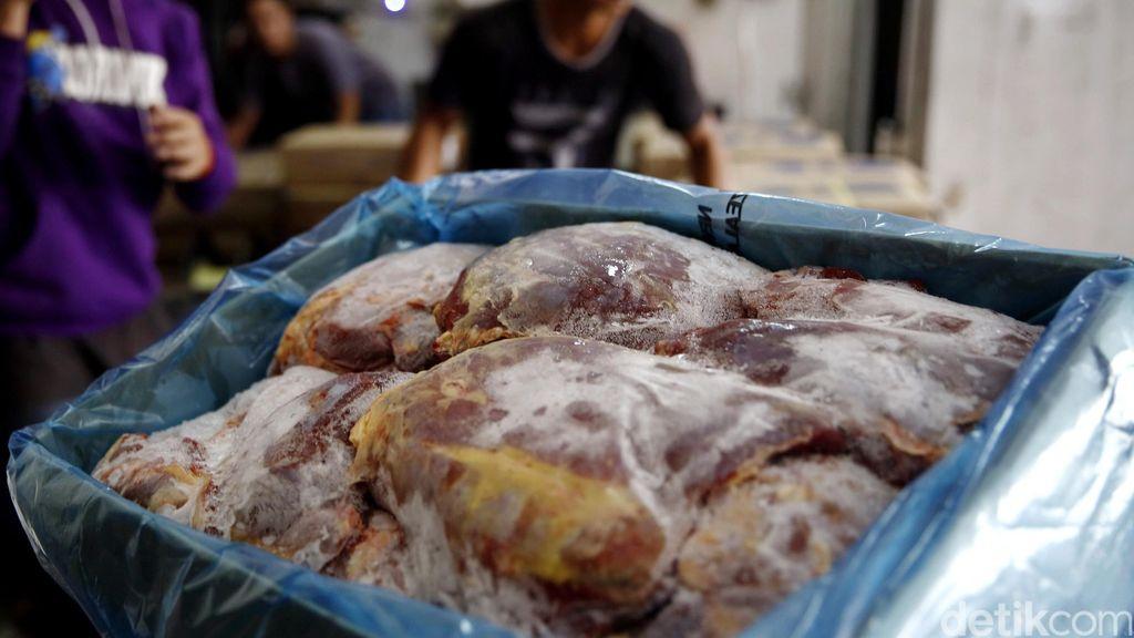 Impor Daging Beku hingga Apel Naik saat Ramadhan