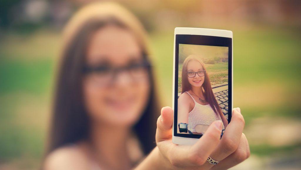 Bahayanya Remaja yang Kecanduan Selfie, Dari Depresi Sampai Bunuh Diri