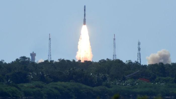 Roket PSLV-C34 milik India meluncur membawa 20 satelit termasuk satelit LAPAN A-3/IPB
