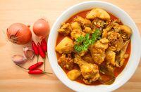 Gulai ayam khas Minang.