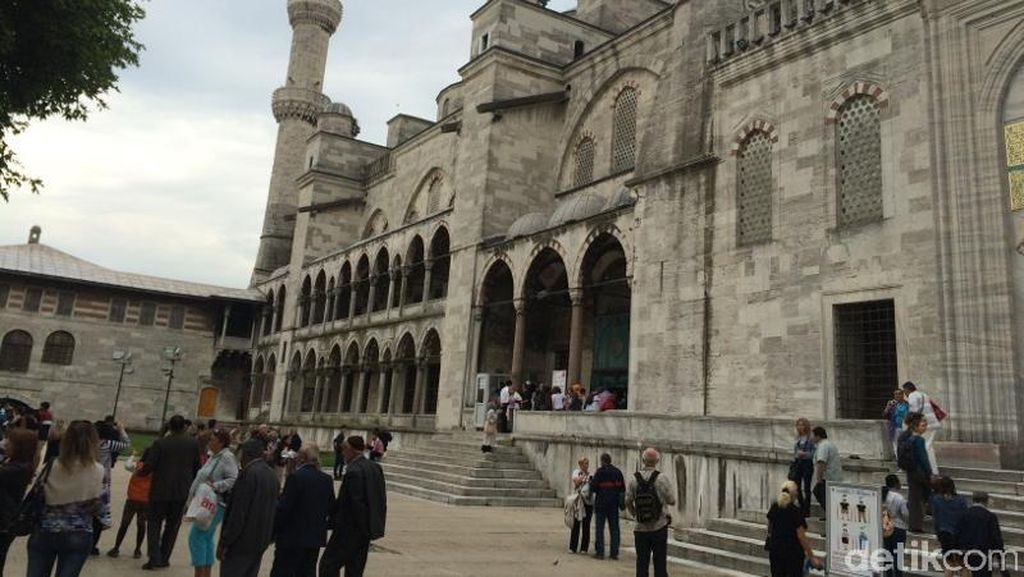 7 Masjid Unik di Dunia: Biru, Pink, Hingga yang Mirip Permen
