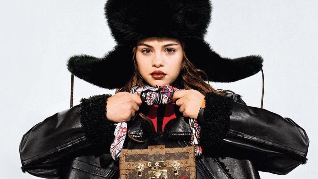 Cerita Selena Gomez Tentang Pemotretan Fashion Perdana Untuk Louis Vuitton