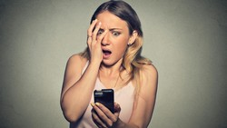 Ponsel sudah menjadi bagian dari keseharian manusia modern. Namun demi kesehatan, ada baiknya menjauhi ponsel di malam akhir pekan.