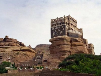 Uniknya Yaman, Ada Istana di Atas Bukit Batu