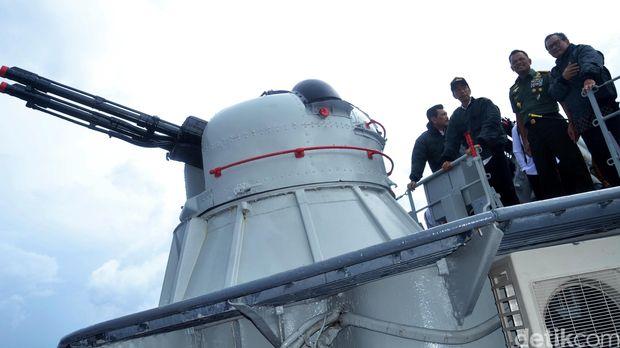 KRI Imam Bonjol-383 merupakan kapal perang RI